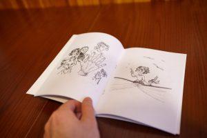 czarodziejka leci na książce ręka bajka apokalipka malowanki